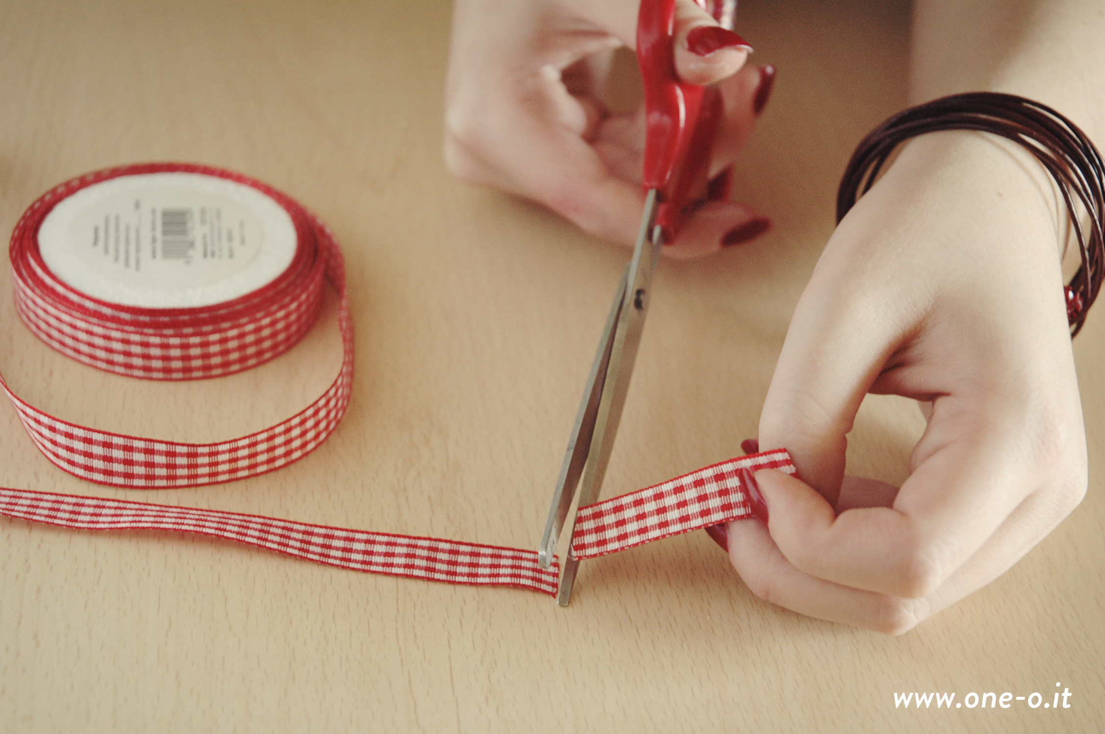 DIY Gift Wrap Tutorial | via www.one-o.it