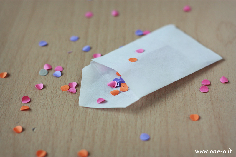 Confetti card | via www.one-o.it | #confetti #polkadots #dots #card #invitation