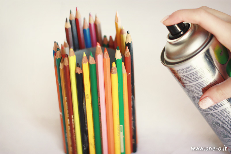 DIY pencil  pen holder | via www.one-o.it | #diy #home #studio #office #penholder #pencilholder #pe