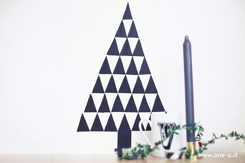 DIY Wall Decal Christmas Tree > One O #Christmas #tree #wall #decal #diy #decor #holidays