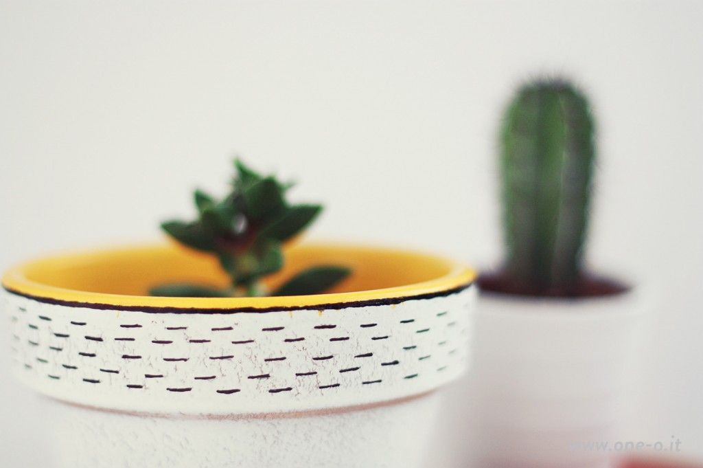 #DIY Terracotta #Vase Restyling | via www.one-o.it | #home #ideas #pot #succulent #cactus