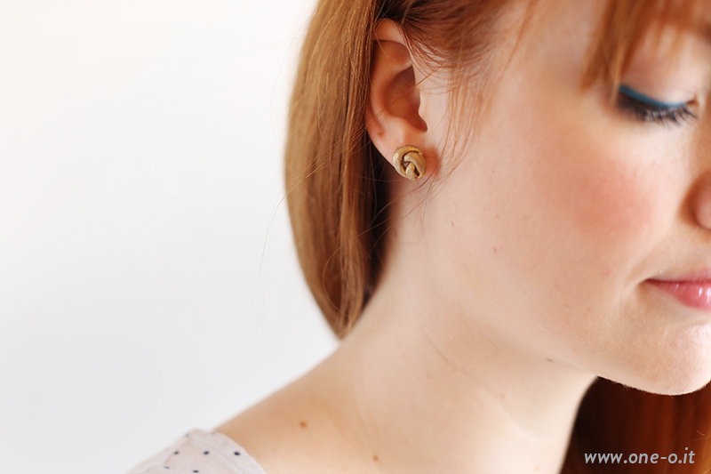 DIY earrings | via www.one-o.it | #DIY #Gold #Knot #Earrings #beauty #accessories #accessory