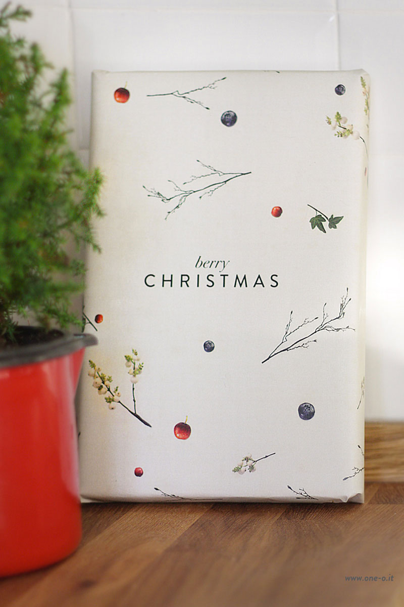 free printable berry christmas wrapping paper 4