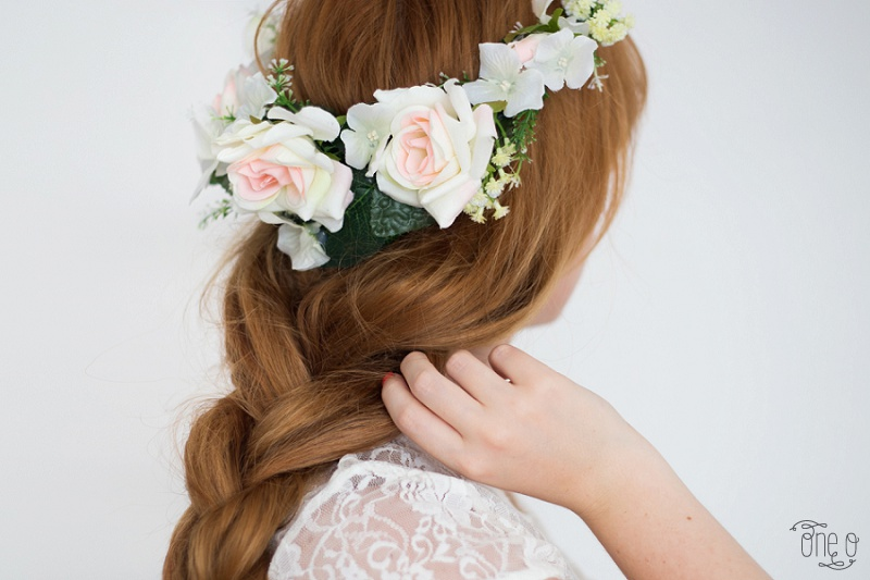 Summer white flower crown| via www.one-o.it | #headband #hair #bride #crown #wedding