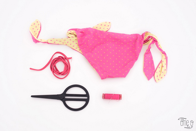 DIY Halter Crop Bikini Top - High Neck| via www.one-o.it | #bikini #summer #croptop #beachwear