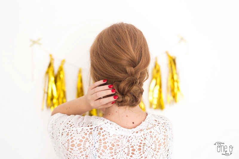 Easy bun for Back to School | via www.one-o.it | quick morning hairstyle #updo #chignon #bun #messy