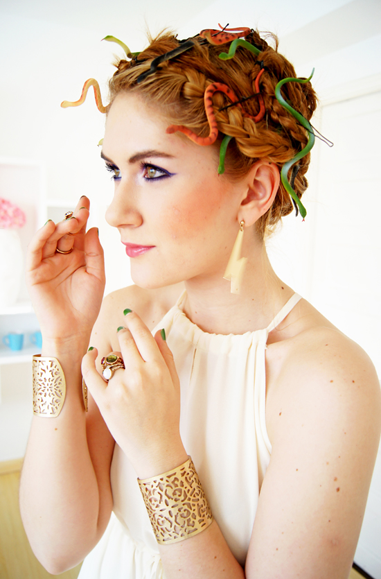 DIY Halloween hair idea - Medusa costume via thejoyoffashionblog.com