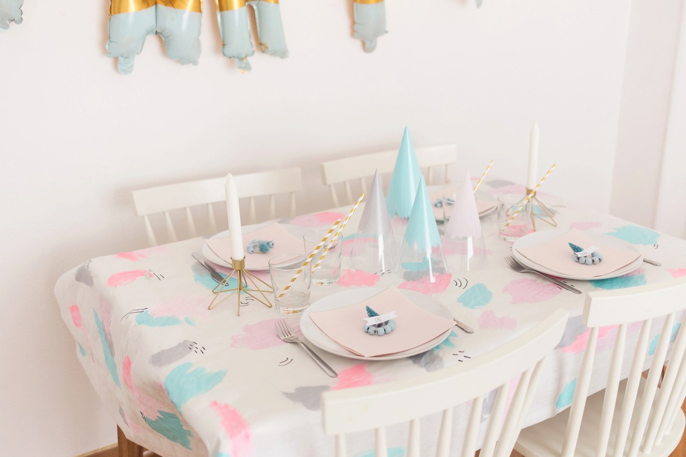 Pastel Christmas - holiday table setting | via www.one-o.it