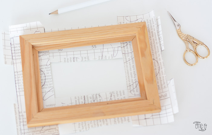 DIY this Valentine\'s Marble and Gold Frame for a Cute Gift | One O DIY